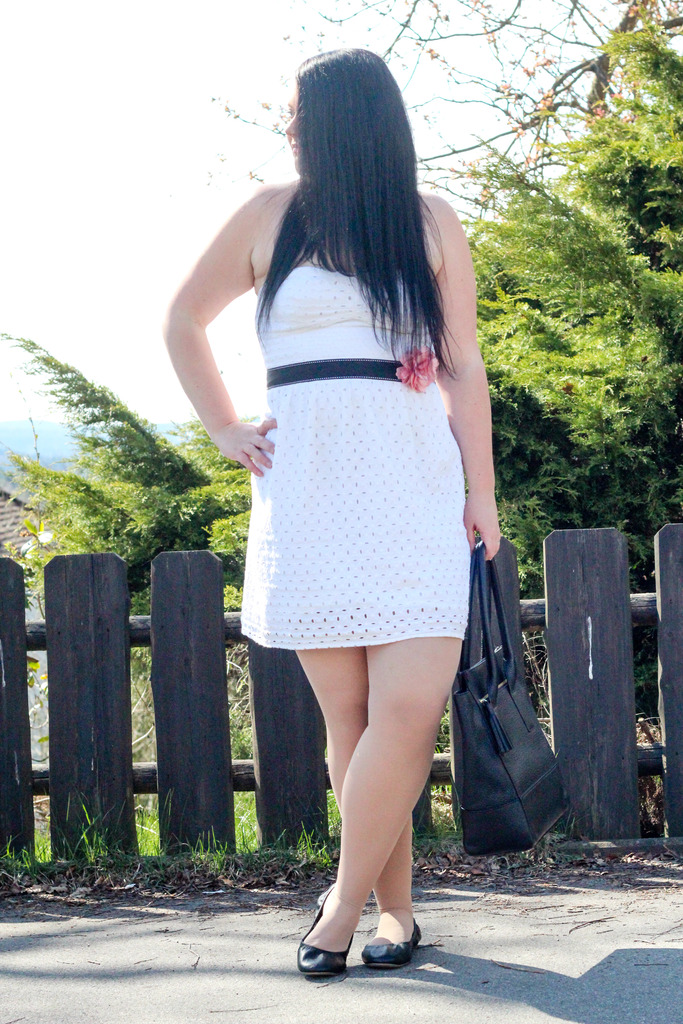 (Outfit) Little White Dress