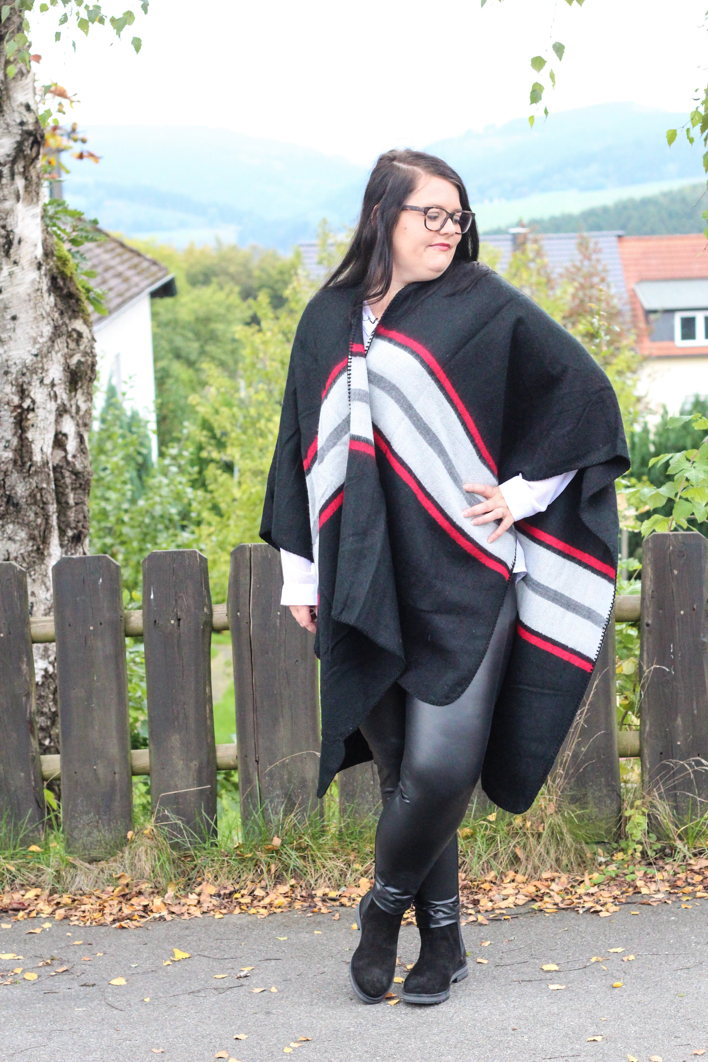 (Outfit) Poncho Liebe