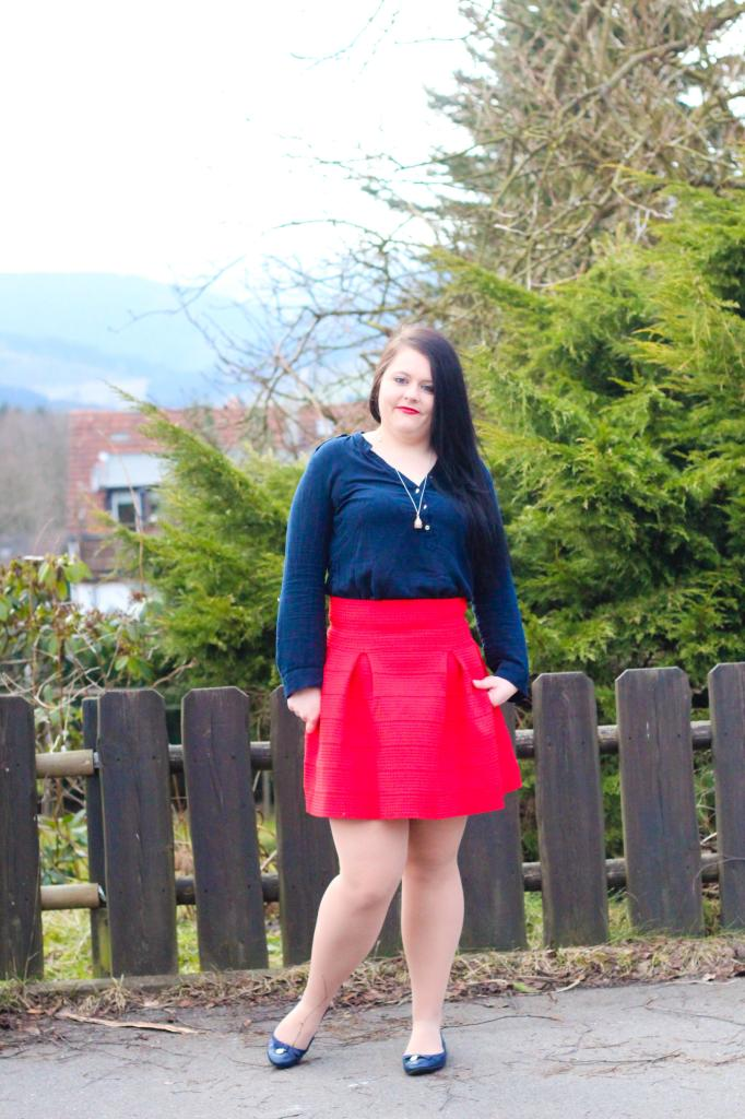 (Outfit) Red Skirt with Blue Tunic