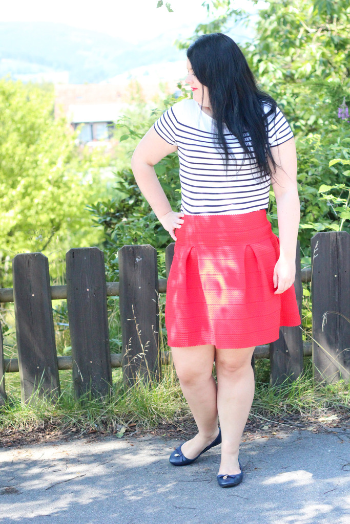 (Outfit) Red Stripes