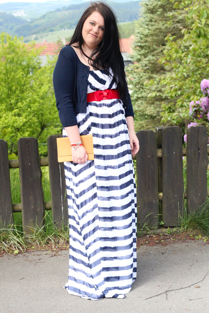 (Outfit) Blue & White Stripes