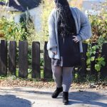 (Outfit)Satinkleid und Strick im Herbst Outfit