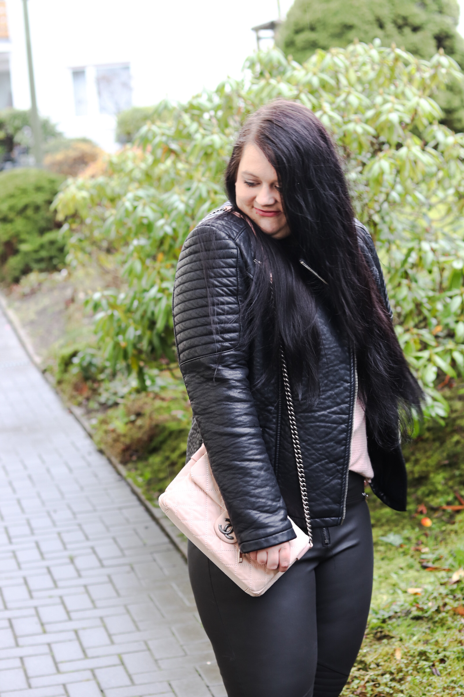 (Outfit)Faux Leather – Biker Look