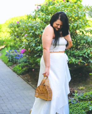 Weißer Wickelrock im All White Look (Outfit)